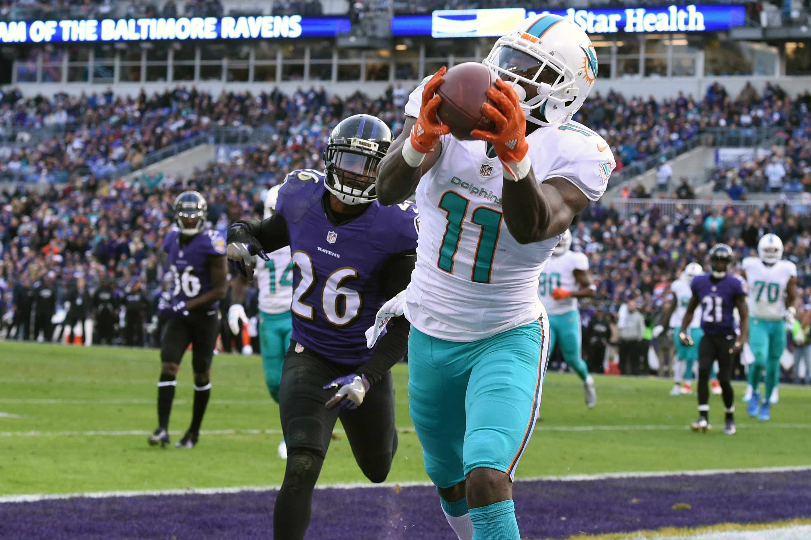 9724688-nfl-miami-dolphins-at-baltimore-